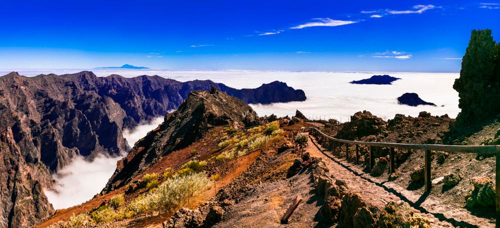 góry w chmurach