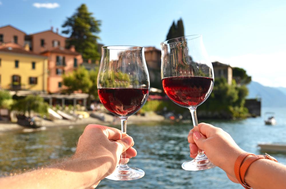 Wino nad jeziorem