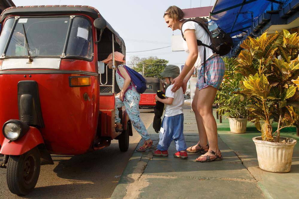 rodzina na wakacjach w azji