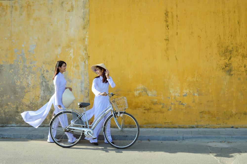 Kobiety z rowerem