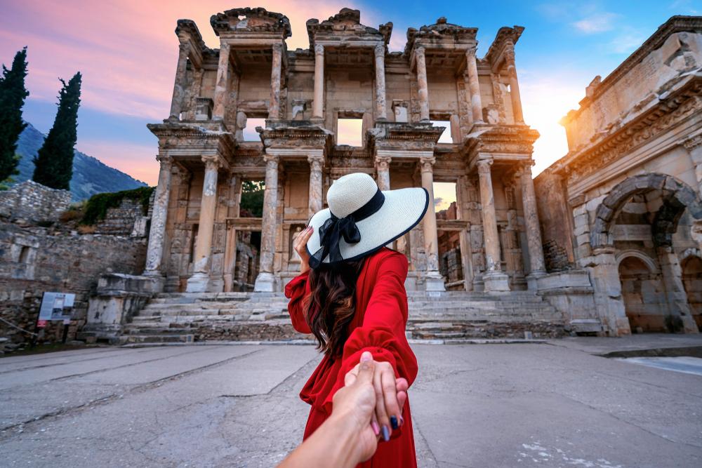 Turystka w kapeluszu
