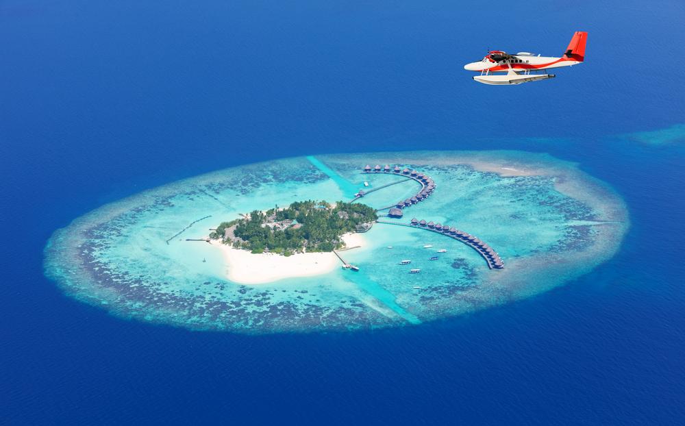 Samolot nad wyspą