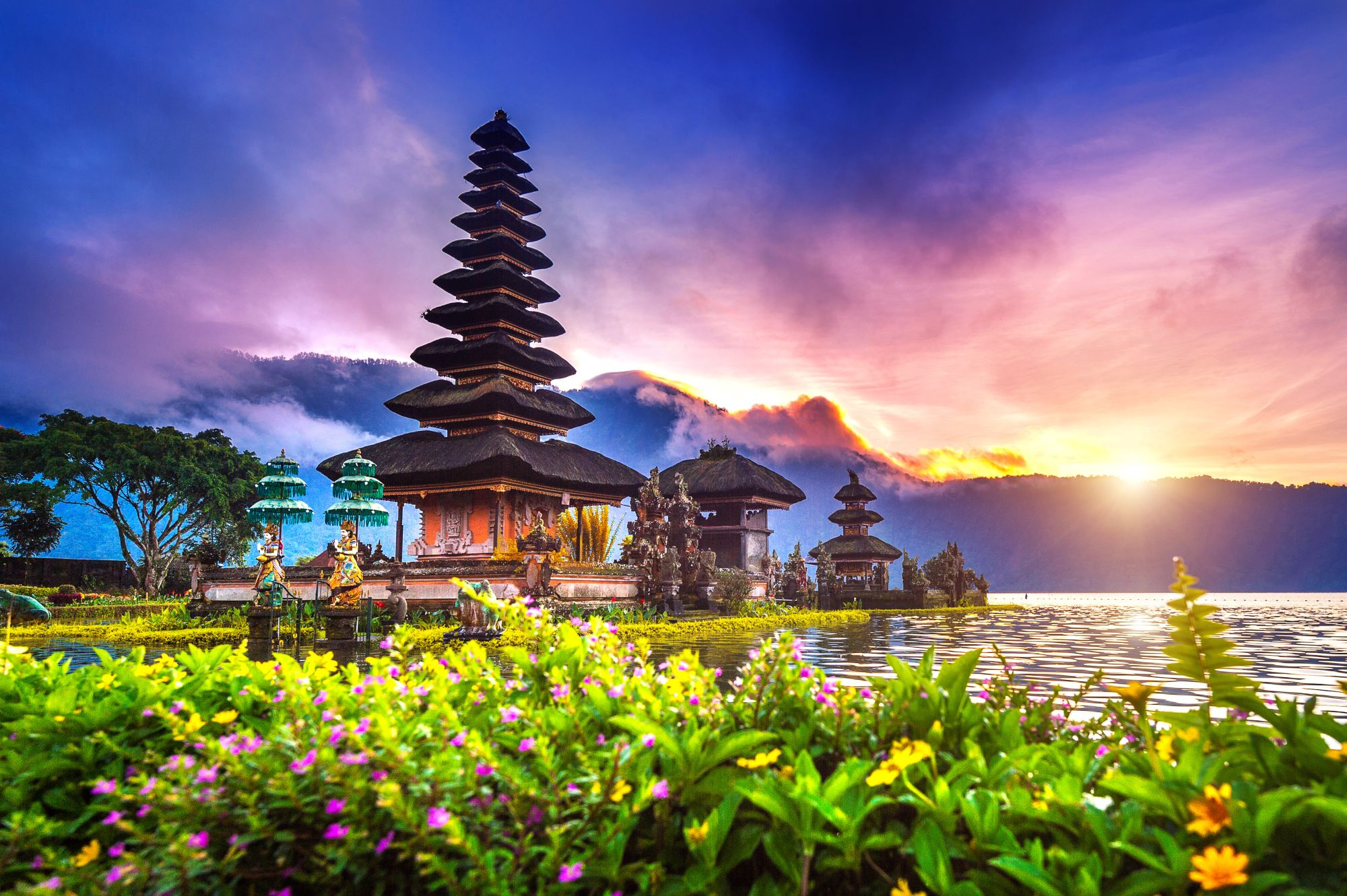 Świątynia o zachodzie słońca