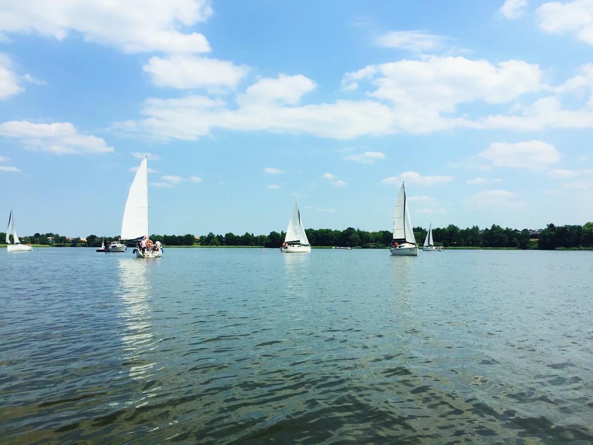 Jezioro i łodzie