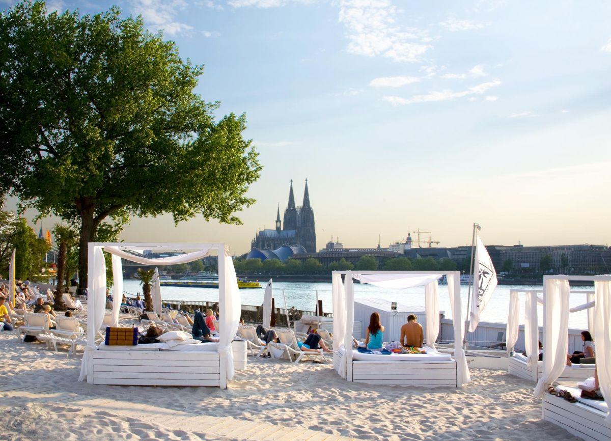 Leżaki przy plaży