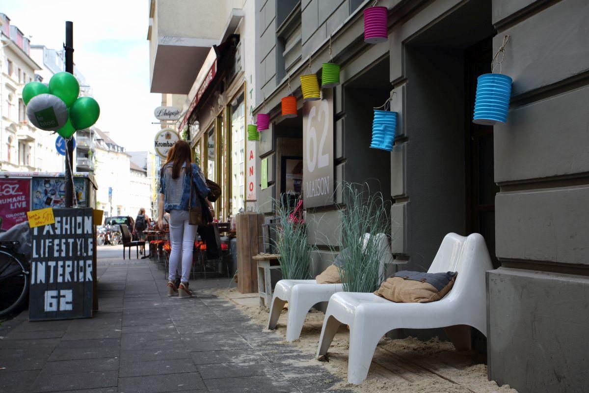 Leżaki na ulicy