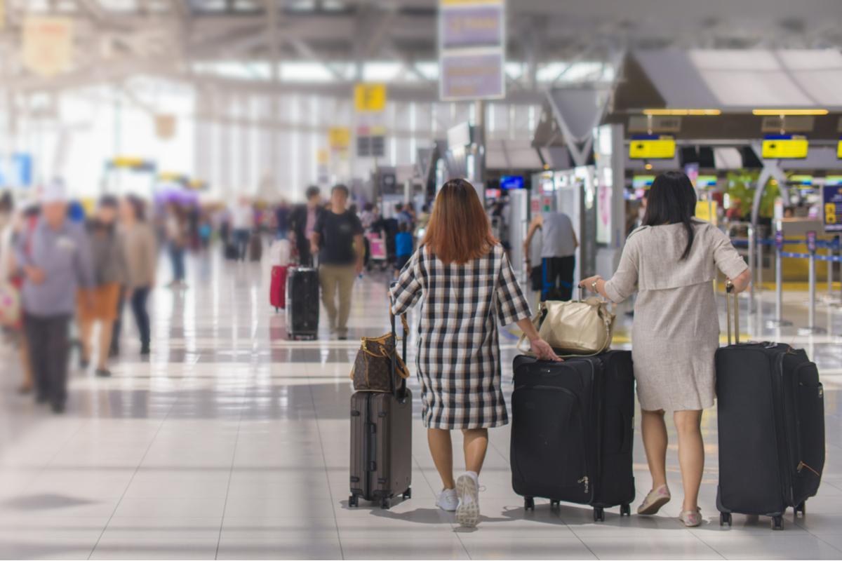 kobiety na lotnisku