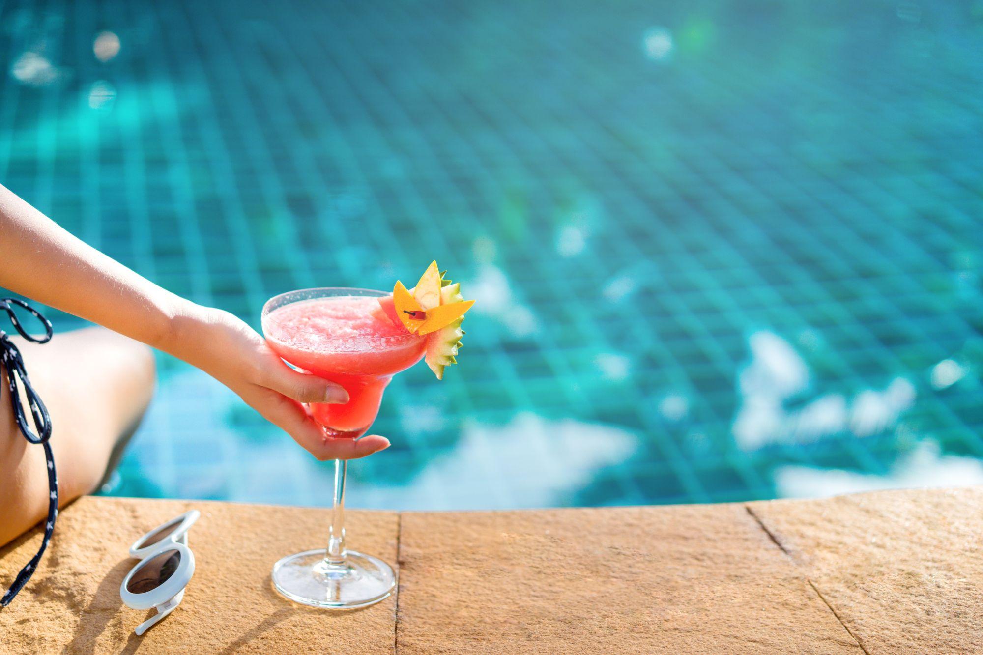 drink przy basenie