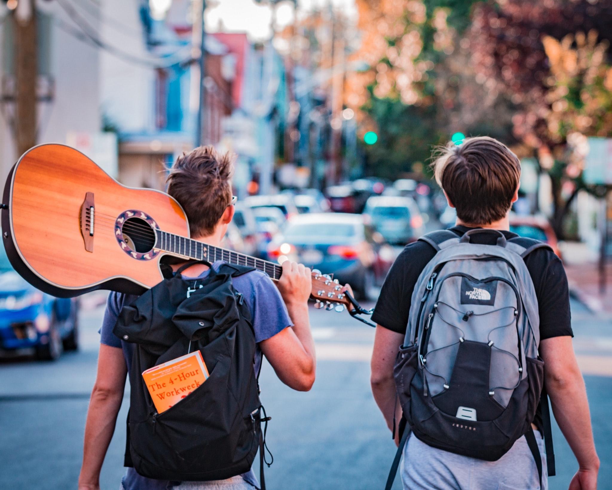 podróznicy z gitarą